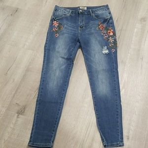 - denim blvd juniors 9 embroidered floral jeans